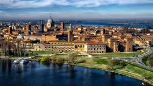 Mantova in mezzo ai 3 laghi