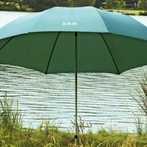 Il Dam Umbrella è un ombrello da pesca per ripararsi da pioggia o vento con palo telescopico, dotato di un telo in nylon impermeabile da 210D.